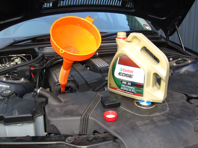 BMW e46 Fill Oil